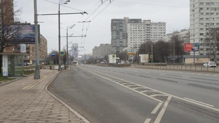 Москва будто вымерла: бывшие сибиряки — о жизни в жёстком карантине (показываем пустынные фото спальных районов)