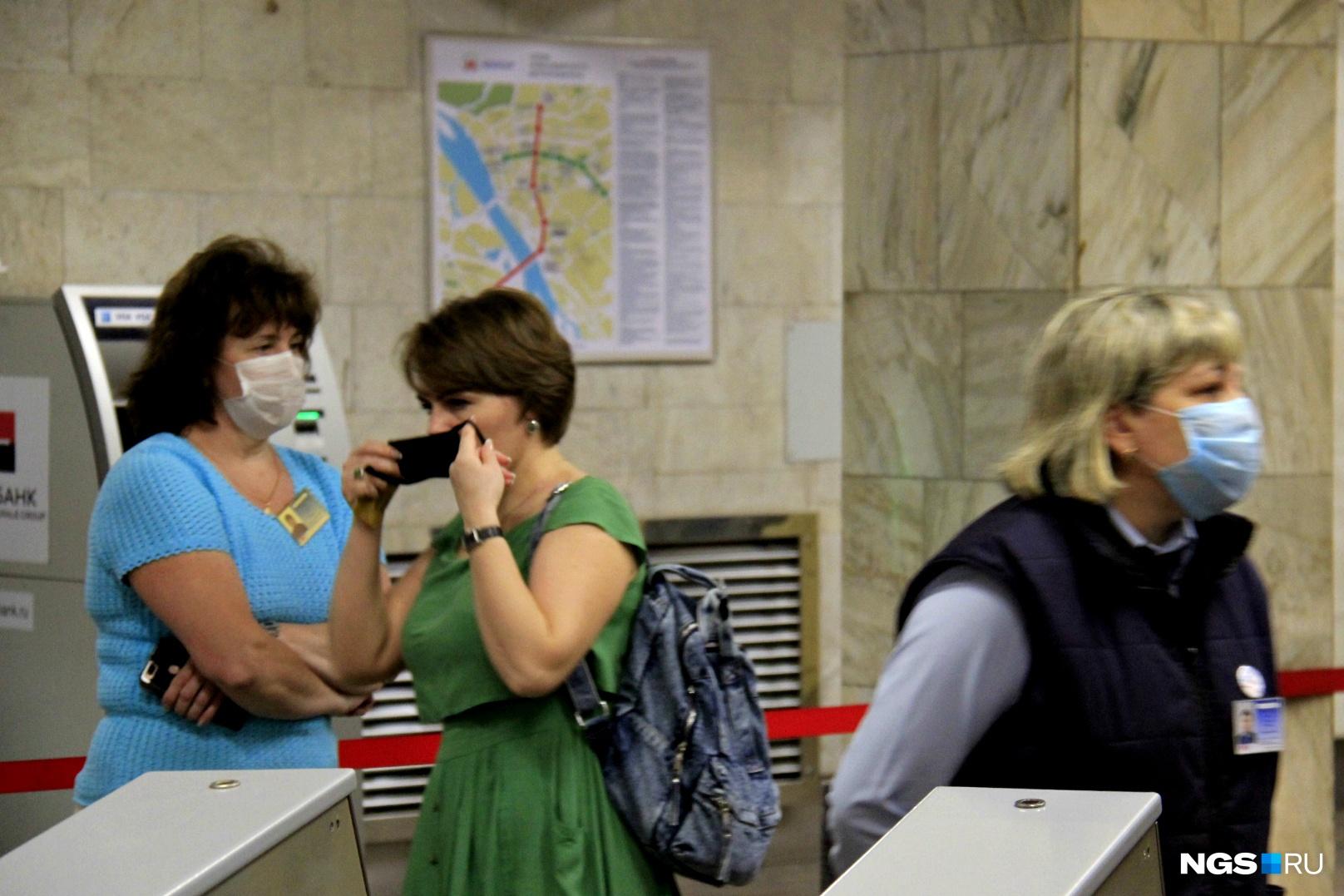 О новых правилах многие пассажиры уже наслышаны, поэтому к ношению масок оказались готовы
