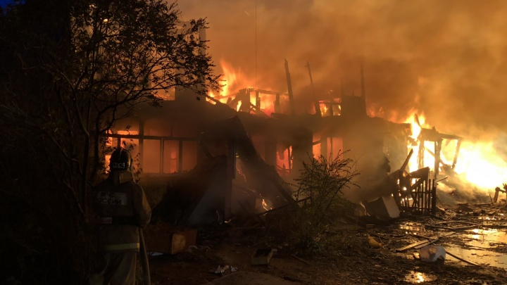 На Лесобазе сгорела очередная расселенная двухэтажка