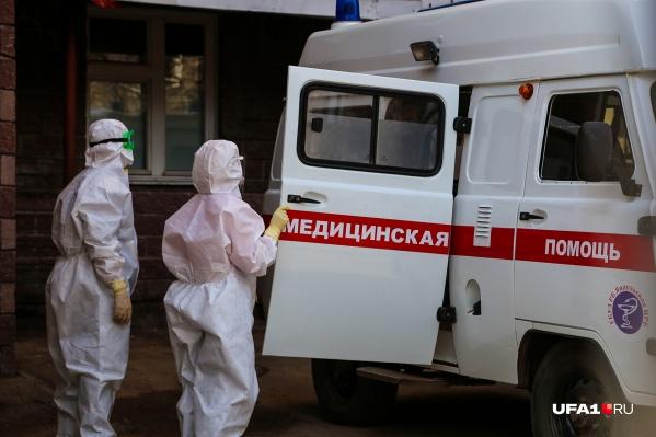 Инфицированных привозят в специализированные отделения больниц