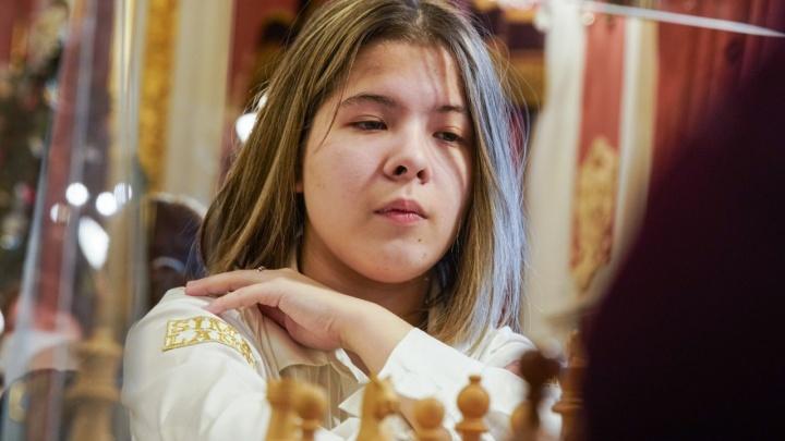 «Не тушуется среди звезд шахмат»: юная екатеринбурженка обошла очередную соперницу на чемпионате России