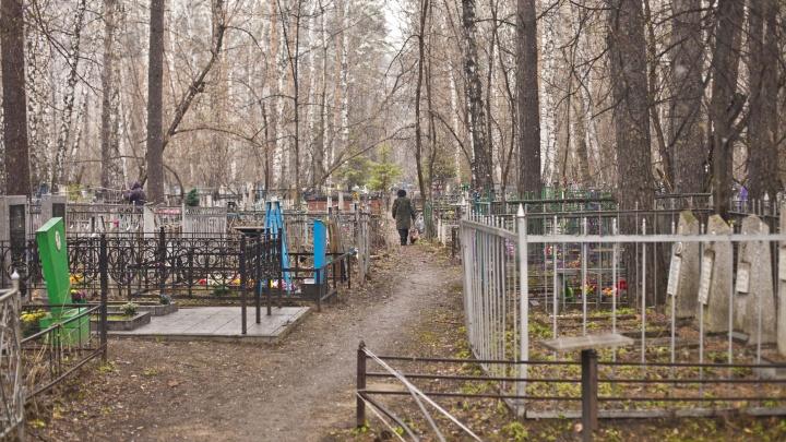 «Возле гроба не расчертишь землю»: как хоронят людей в условиях пандемии коронавируса в Новосибирске