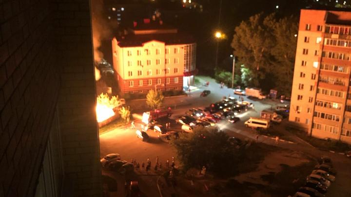 В Тюмени ночью горела нежилая деревяшка