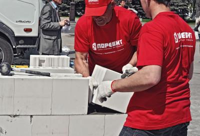 Тюменцы нашли универсальный материал, из которого можно построить дом, дачу или гараж и не разориться