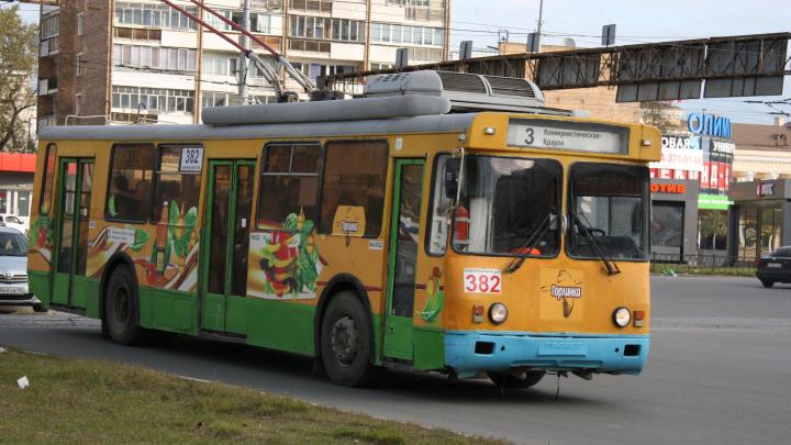 На Уралмаше три троллейбусных маршрута вновь стали ходить до кольца на Коммунистической