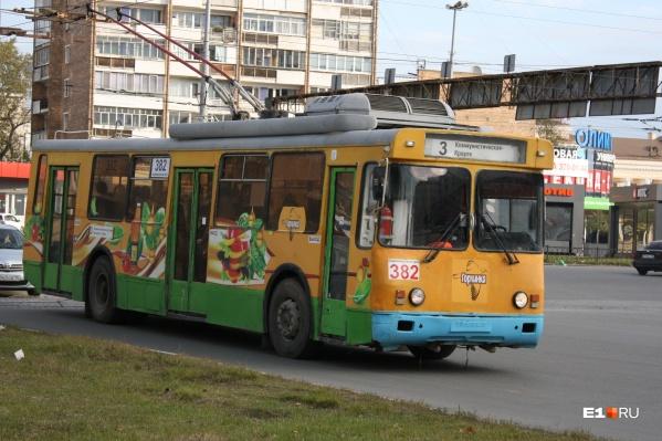 Три троллейбусных маршрута вернули к кольцу на улице Коммунистической