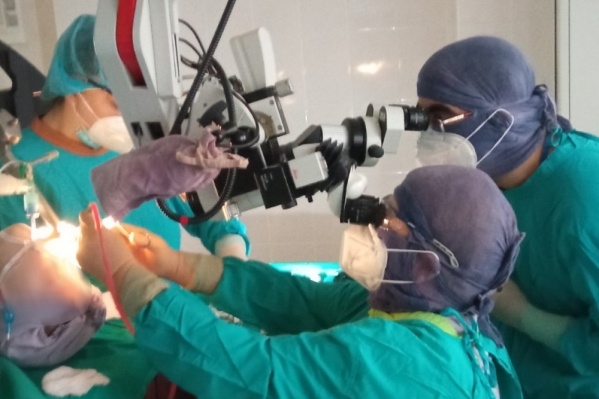 Врачи провели экстренную операцию и вернули мальчику возможность самостоятельно дышать