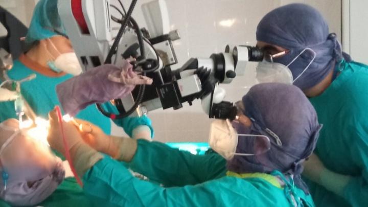 Тюменские врачи спасли задыхающегося ребенка