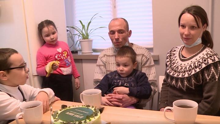 Строители Урала объединились, чтобы бесплатно отремонтировать жилье для многодетной семьи