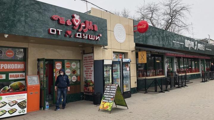 В Ростове работают рынки, ломбарды и кофейни. А что, так можно?