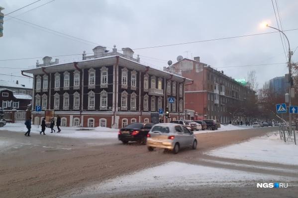 На дорогах Новосибирска сейчас очень часто возникает грязная каша