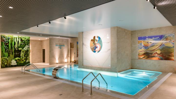 Акваторнадо, янтарная баня и парильщик из Турции: как сибиряки расслабляются этой осенью