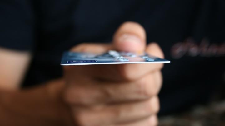 Запсибкомбанк продолжит обслуживать карты с истекшим сроком действия