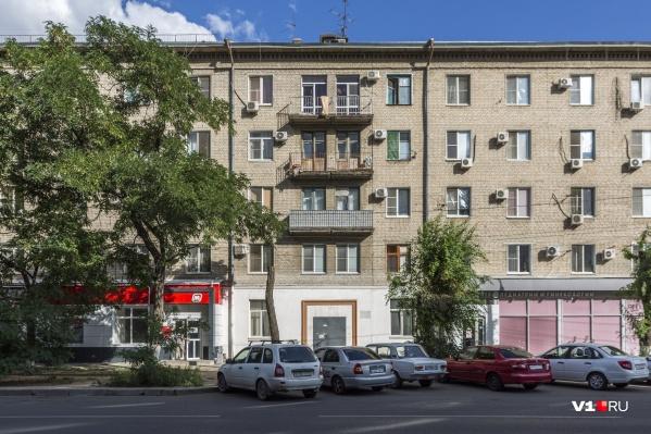 Бизнесмены завладели помещениями первого этажа и подвала общежития
