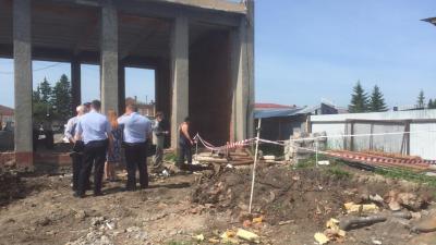 В центре Тары нашли гроб из цельного ствола дерева со скелетом