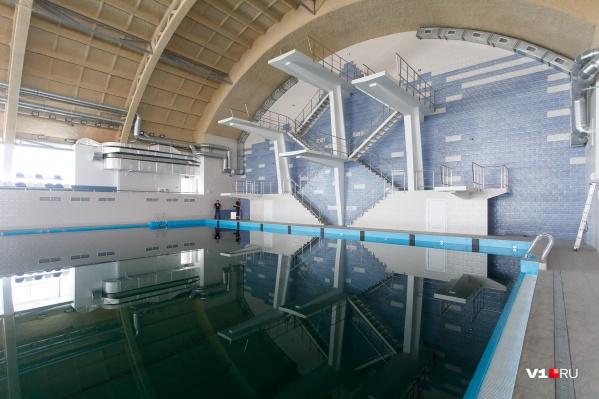Показываем бассейн изнутри и снаружи