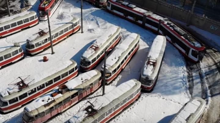 Самарский видеоблогер показал заброшенные трамвайные вагоны в депо на Полевой