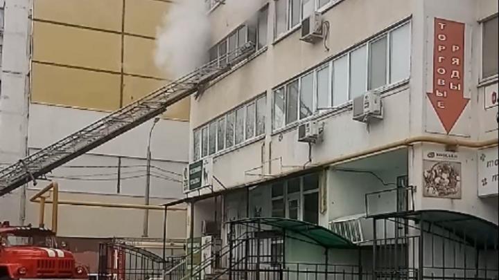 «Детей эвакуировали с балкона»: в Самаре в высотке горели домашние вещи