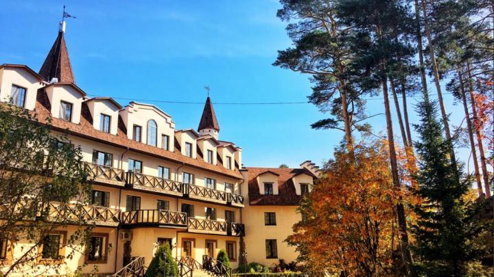 Суд принял решение по делу о работе крупного отеля на Тургояке в разгар коронавирусных запретов