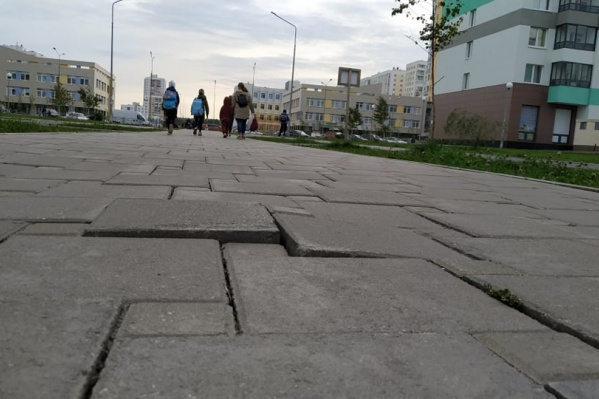 Злополучный тротуар между Сахарова и Шаманова