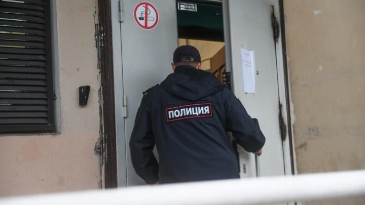«Два часа держали в подсобке»: посетитель «Гринвича» устроил потасовку с охраной из-за маски