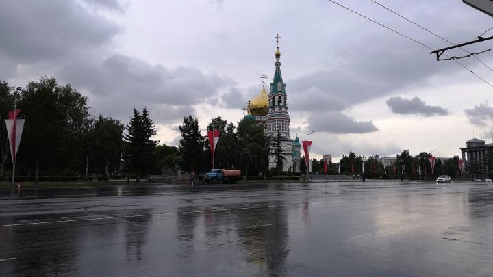 Соборную площадь помыли хлоркой перед репетицией парада Победы