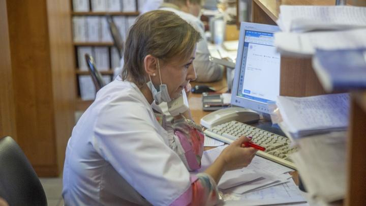 «Мне плохо, поговорите со мной!»: репортаж из кол-центра ярославской горячей линии по коронавирусу