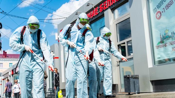 Охотники за коронавирусом: как сотрудники МЧС дезинфицировали ж/д вокзал