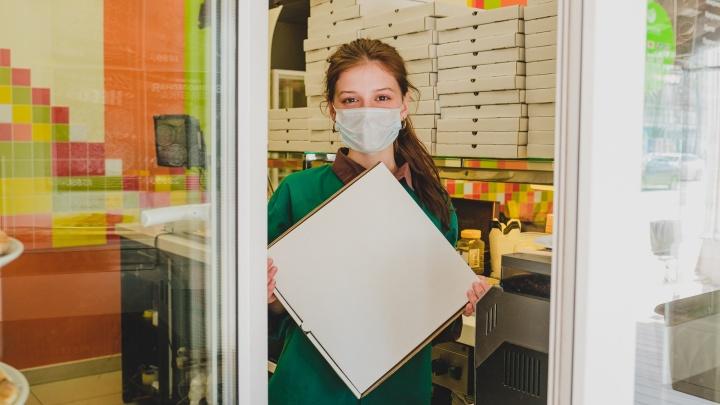 Доставят не только еду, но и одежду: как пермский бизнес просыпается после месяца самоизоляции — фоторепортаж