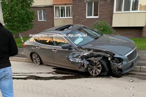 Данный автомобиль предположительно виновников аварии, пострадал лишь немого