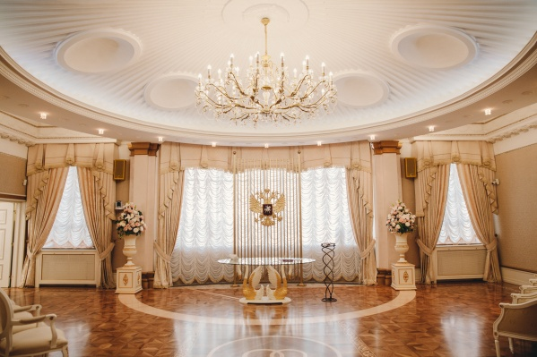 """Официальный возраст заключения брака в Тюменской области — <nobr class=""""_"""">18 лет</nobr>, но возможны исключения"""