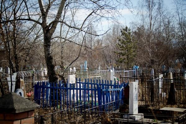 Кладбища открыты и для похорон, и для посещения, но приходить, чтобы просто прибрать могилку, не рекомендуется
