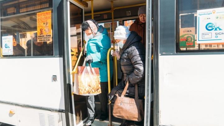 Первый день полной самоизоляции, или Куда идут омские бабушки?