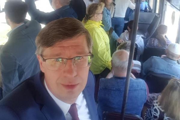 Александр Павлюченко считает, что на его предприятие давят частные перевозчики