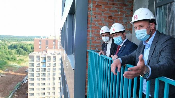 Врио губернатора Пермского края посетил строительную площадку тёплых кварталов «Погода»