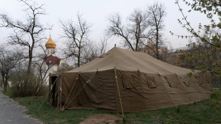 Чтобы не было пробок скорых, как в Москве: в Волгограде объяснили палаточные лагеря у больниц
