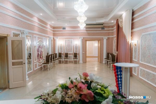 В Советском ЗАГСе, в отличие от других, два торжественных зала