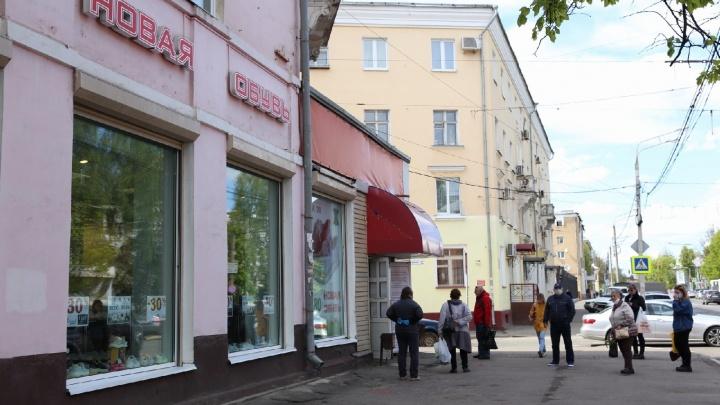 Не выдержали: в Ярославле открылся обувной магазин. И у него тут же выстроилась очередь