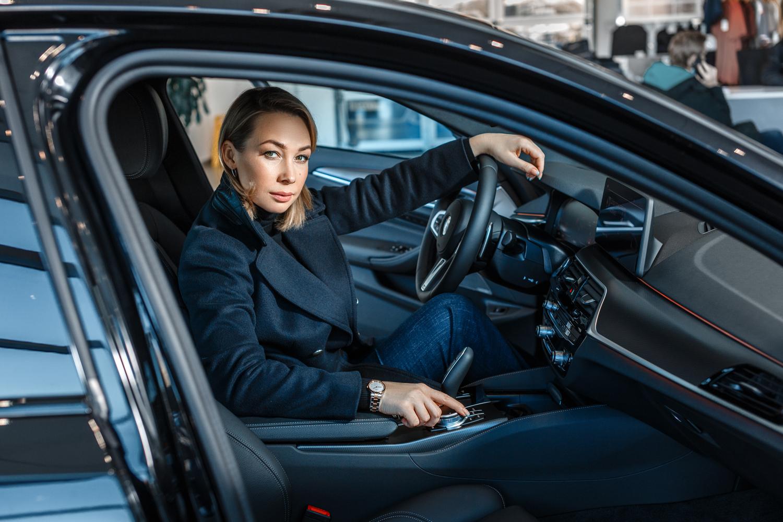 Специальный выпуск «Не принято обсуждать» Ольга Чебыкина готовила и за рулем нового BMW 530i xDrive M Sport Plus
