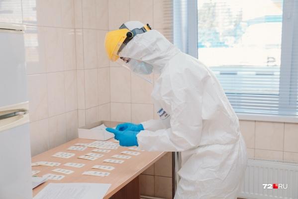 Вакцинация проходит исходя из приоритетности профессий людей