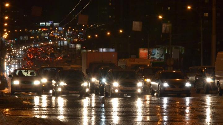Новосибирцев предупреждают о ветре до 24 м/с — ситуация на дорогах может ухудшиться