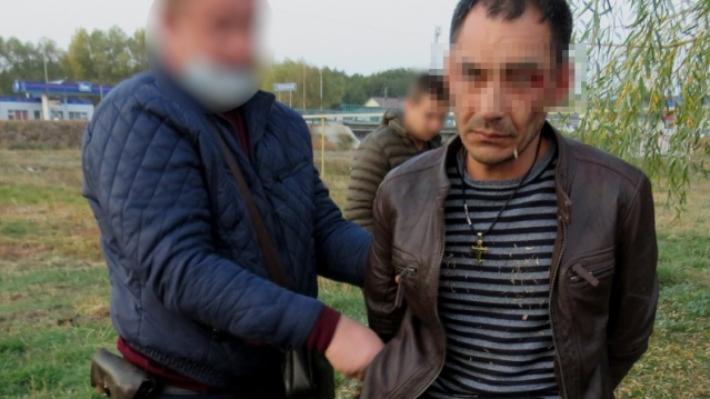 Угрожал пистолетом, а потом достал бритву: житель Урюпинска напал на таксиста