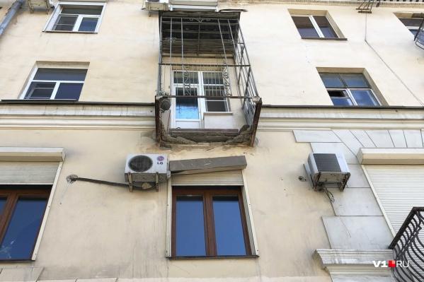 Балкон рухнул рано утром, когда на улицах практически нет людей