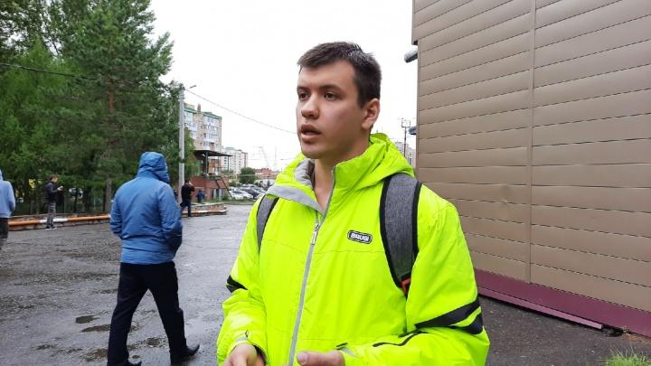 «Никого из близких не пустили»: омич рассказал, как проходил досмотр личных вещей Навального