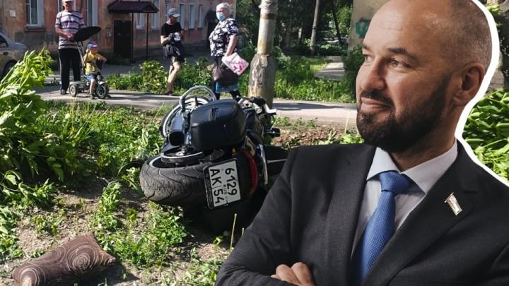 В Новосибирске депутат горсовета попал в ДТП. Сейчас он в тяжелом состоянии