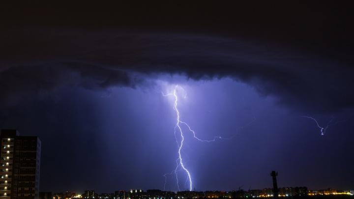 15-летний житель Омской области погиб от удара молнии