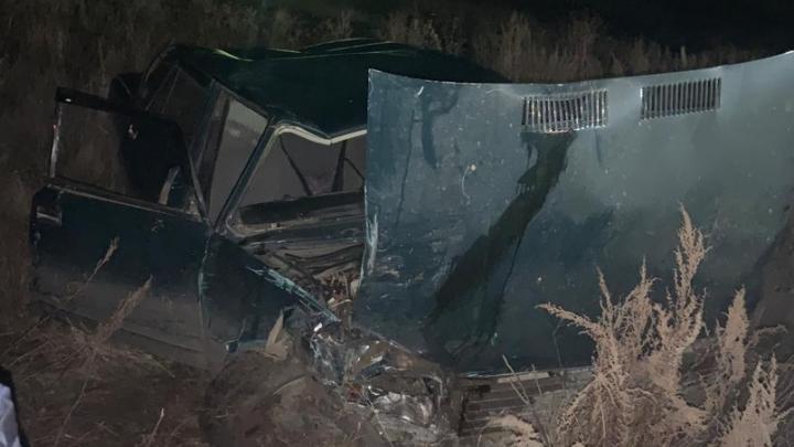 В Самарской области мужчина на ВАЗе вылетел с дороги и погиб