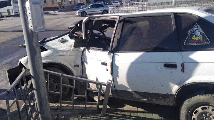 Два автомобиля столкнулись под Новосибирском — оба водителя получили травмы