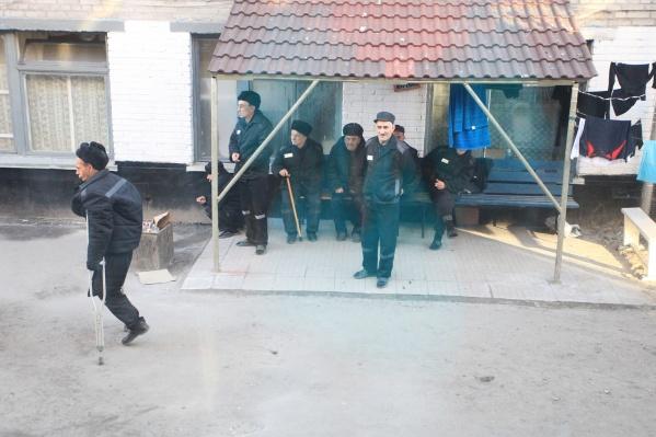Ранее во всех новосибирских колониях временно запретили свидания с родственниками