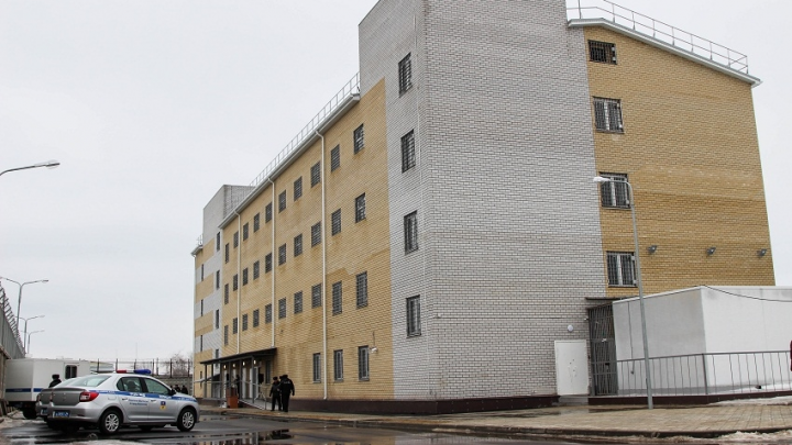 Судебный пристав арестовал волгоградца за долг в 30 тысяч рублей